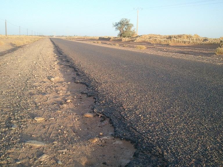 طريق وطنية شيدها الملك الحسن الثاني و زارها الملك محمد السادس مرتين ورغم ذلك لم توسع منذ 32 سنة