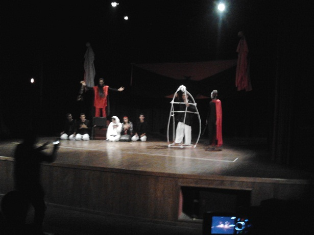 """جمعية الفينيق للإبداع الثقافي و الفني بزاكورة تقدم عرضها المسرحي الاول بعنوان """"الخفافيش"""""""