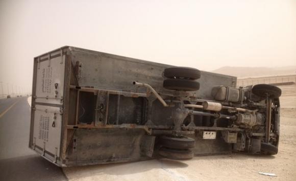 انقلاب شاحنة في الطريق الوطنية رقم 10 بين سكورة و ورزازات