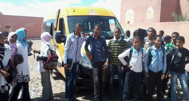 تلاميذ مزكيطة يتسلمون حافلة للنقل المدرسي