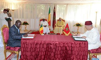 حفل التوقيع على اتفاقية في مجال تكوين الأئمة الماليين بين المغرب و مالي