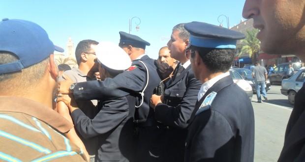 بوليس زاكورة يعنف أرباب وسائقي سيارة الأجرة الصغيرة
