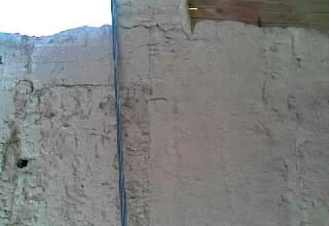سقوط اعمدتي كهرباء بتاكونيت يتسبب في هدم منازل  (فيديو)