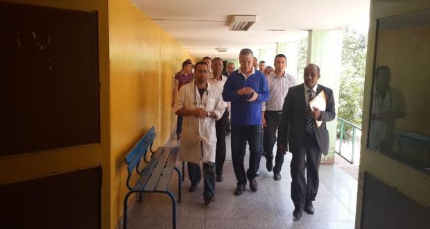وزير الصحة يقوم بزيارة ميدانية مفاجئة للمستشفى الاقليمي سيدي احساين بناصر
