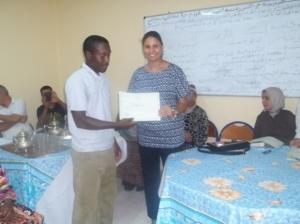 عضو مكتب الجمعية يقدم شهادة تقديرية للسيدة حنان    الوالي
