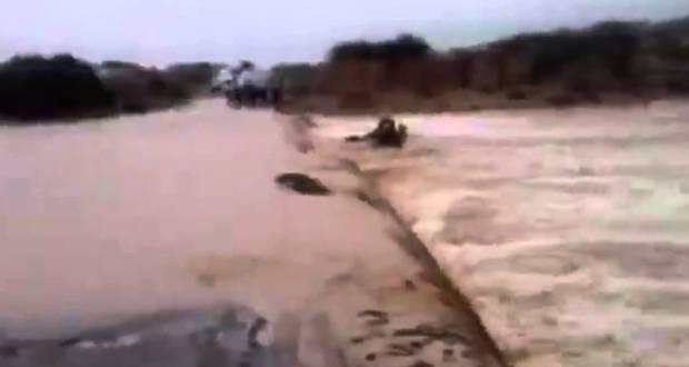 تحدي السيول يجرف شاحنة بتغبالت إقليم زاكورة
