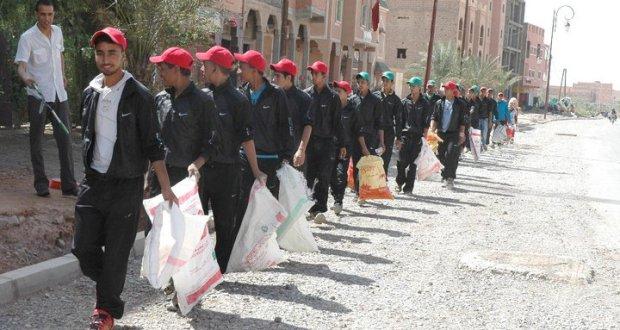 """""""أكرموهم"""" شعار حملة لتنظيف وصيانة العديد من مقابر مدينة زاكورة"""