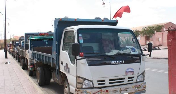 سائقو شاحنات نقل الرمال بزاكورة يحتجون على مصادرة شاحنة-2