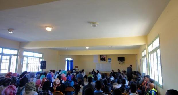 نادي الادب بثانوية أولاد يحيى لكراير التأهيلية يخلد اليوم العالمي للشعر -6