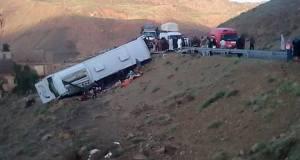 ارتفاع عدد ضحايا حادثة السير التي وقعت في ورزازات إلى 8 قتلى و21 جريحا