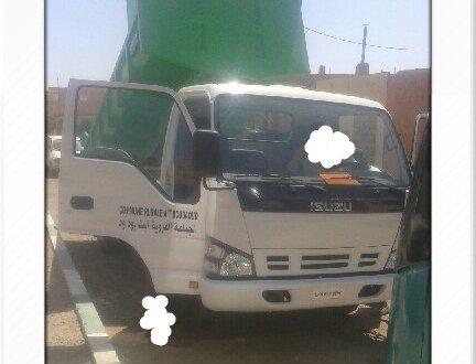 رئيس جماعة ايت بوداود باقليم زاكورة يستعمل شاحنة نقل الازبال لتنقله خارج تراب الجماعة