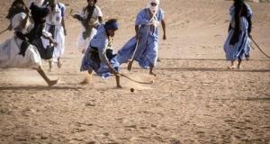 """عن لعبة لمكحاش """"Hockey des nomades"""" بامحاميد الغزلان"""