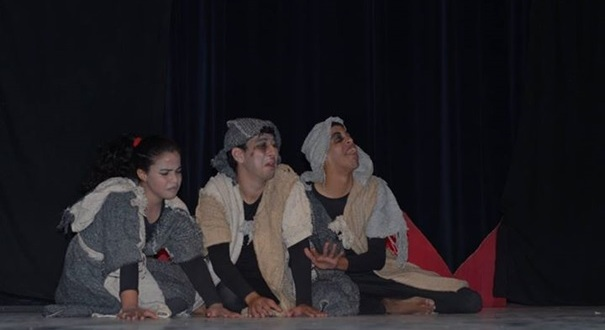 فرقة جمعية الفينيق للمسرح بزاكورة ترحل لمدينة تزنيت لتقديم عرضها المسرحي الناجح المطمورة