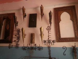 فضاء واسع من المنتجات التراثية بورشة المعلم بركة للصناعة التقليدية بزاكورة-2