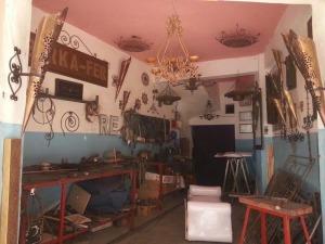 فضاء واسع من المنتجات التراثية بورشة المعلم بركة للصناعة التقليدية بزاكورة-3