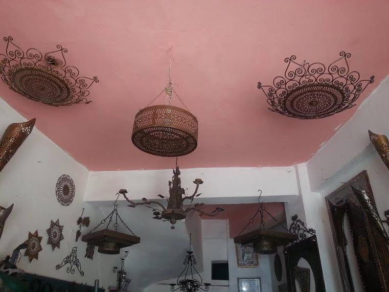 فضاء واسع من المنتجات التراثية بورشة المعلم بركة للصناعة التقليدية بزاكورة