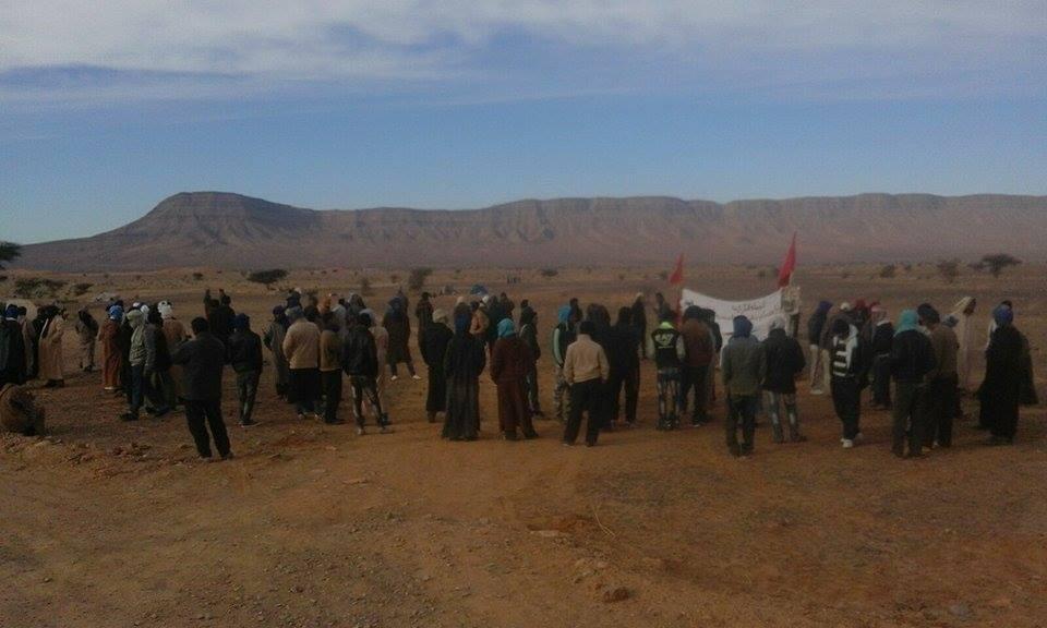 الترامي على الاراضي السلالية بطاطا جعل قبيلة الكرازبة تخرج للاعتصام-1