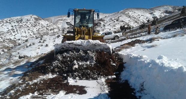 تنغير: السلطات الإقليمية تسخر 8 آليات لإزاحة الثلوج بمنطقة اوزيغيمت