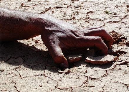 الفنان أحجام ينتقد إدانة شابي زاكورة بعد شربهما الماء في يوم الصيام
