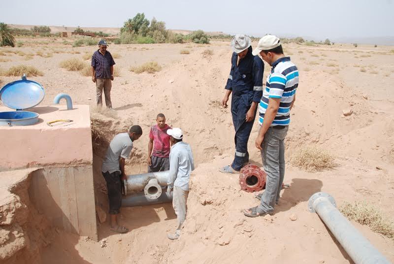 أشغال مكثفة من أجل الإسراع لتجهيز بئر بالماء الشروب بمدينة زاكورة-2