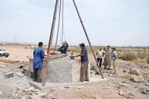 أشغال مكثفة من أجل الإسراع لتجهيز بئر بالماء الشروب بمدينة زاكورة-5