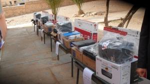 عامل الإقليم يشرف على عملية توزيع معدات إلكترونية -1