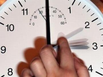 ابتداء من هذا التاريخ.. المغاربة مطالبون بتأخير الساعة 60 دقيقة