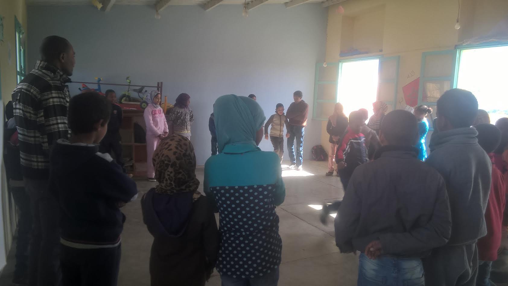 جمعية الفينيق للإبداع الفني والثقافي بزاكورة تنظم ورشا فنيا تربويا بمدرسة الحد  بتمزموط-2