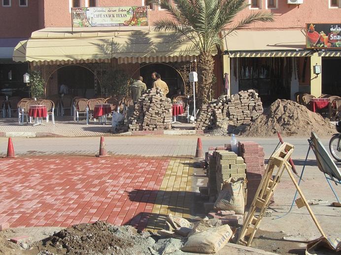 أشغال بناء شارع الحسن الثاني بزاكورة