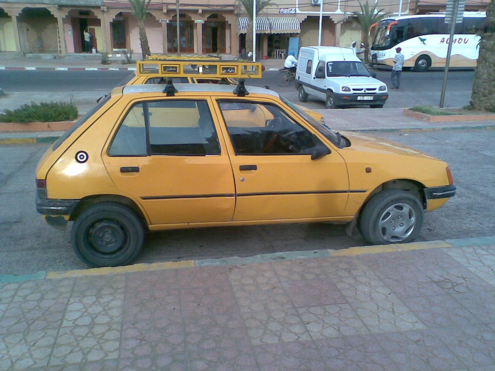 أستاذة تقاضي سائق سيارة أجرة  بزاكورة