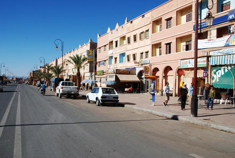 """مدينة زاكورة: السلطات المحلية تشن حربا على""""الفراشة """"وباعة"""" الدلاح """"والحرف المزعجة"""