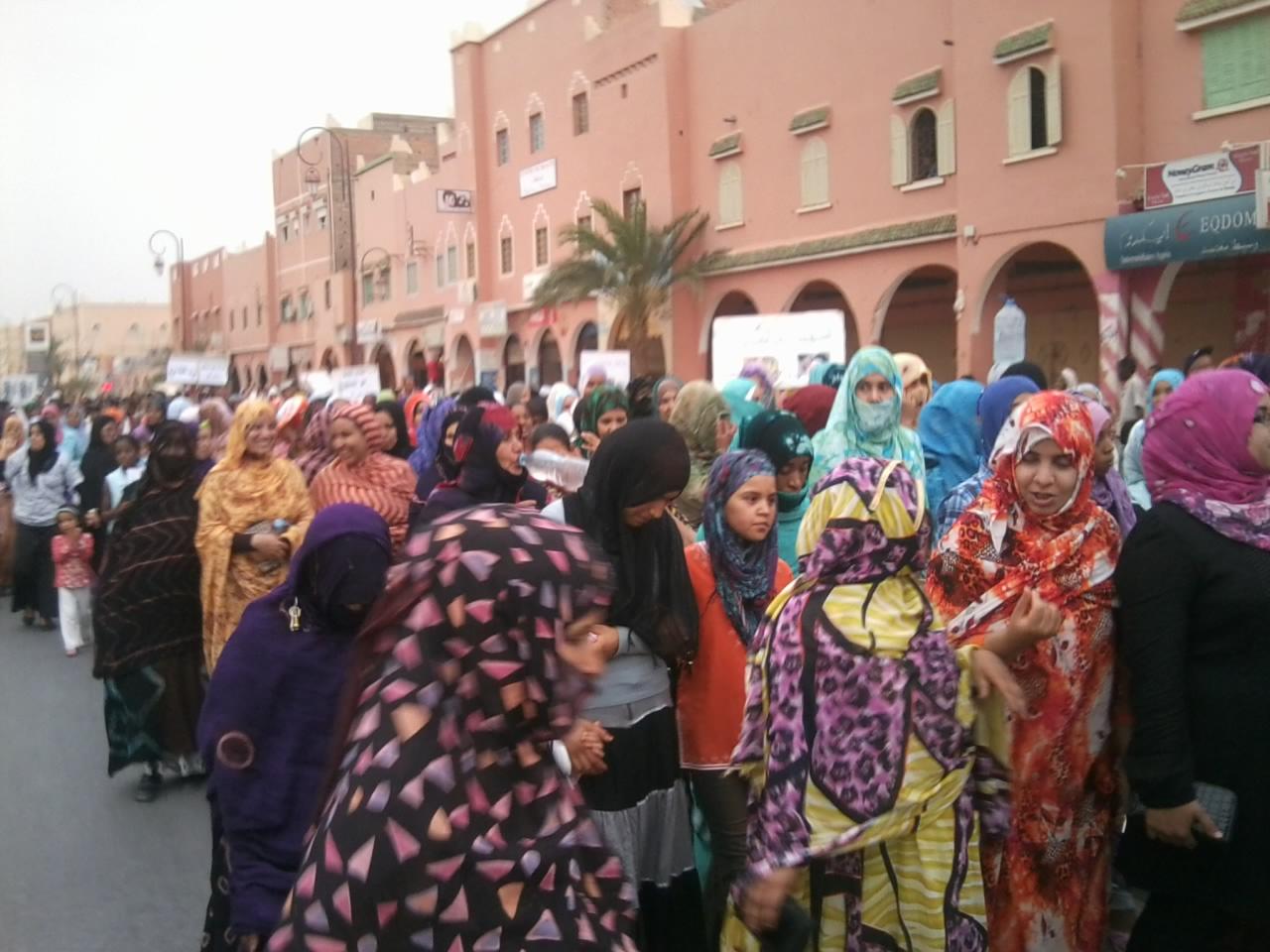 نساء زاكورة في مقدمة مسيرة الاحد بزاكورة