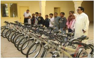 توزيع 4000 محفظة و107 دراجة هوائية لفائدة تلميذات وتلاميذ إقليم زاكورة