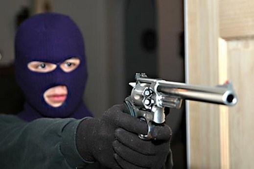 شرطي يسطوا على وكالة بنكية بأسفي