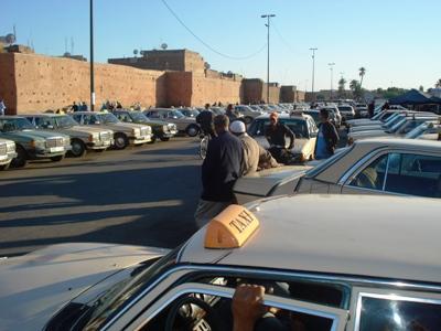 بلاغ: الحكومة تدعم مهنيي سيارات الأجرة بعد ارتفاع ثمن الوقود الناتج عن المقايسة