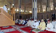 الملك والرئيس المالي يؤديان صلاة الجمعة بالمسجد الكبير بباماكو