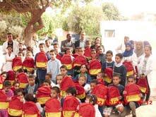 جمعية اوحنا للمراة و الطفل توزع حقائب مدرسية على التلاميذ