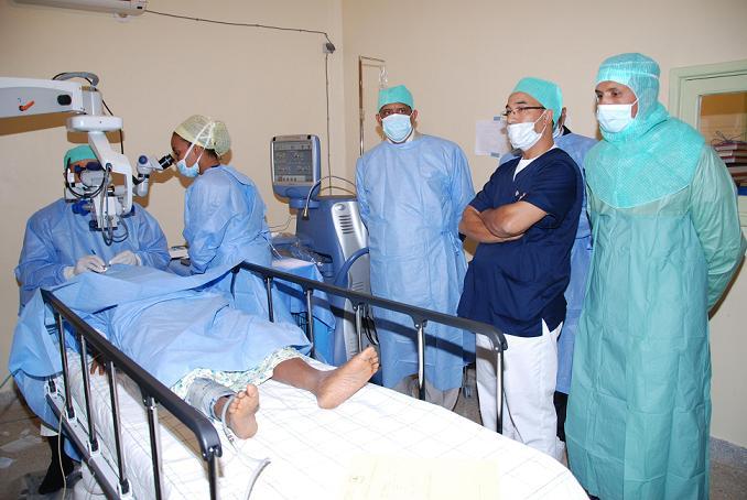 215 شخص إستفادوا من قافلة طبية لجراحة العيون بزاكورة