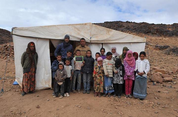 جدال الدارجة و الفصحى و الأطفال يدرسون بخيمة