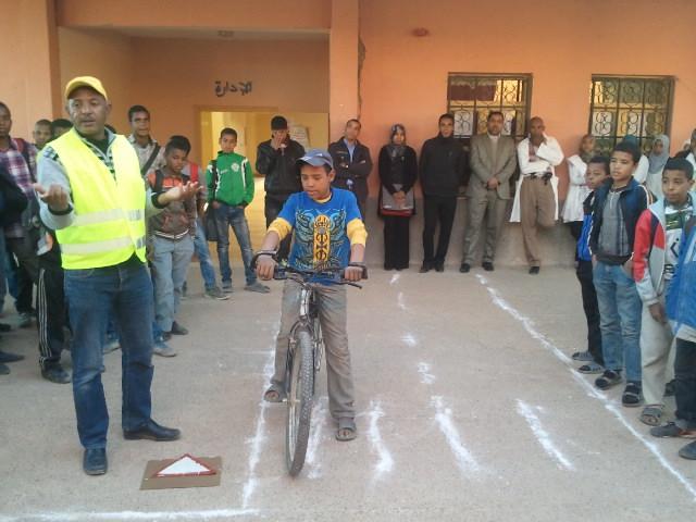 ثانوية مزكيطة تحتفل باليوم الوطني للسلامة الطرقية 2014