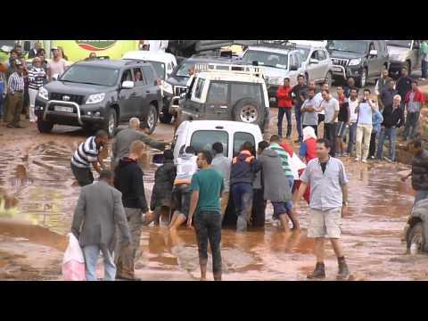 فيديو: فيضان واد اميني بورزازات يشل حركة المرور