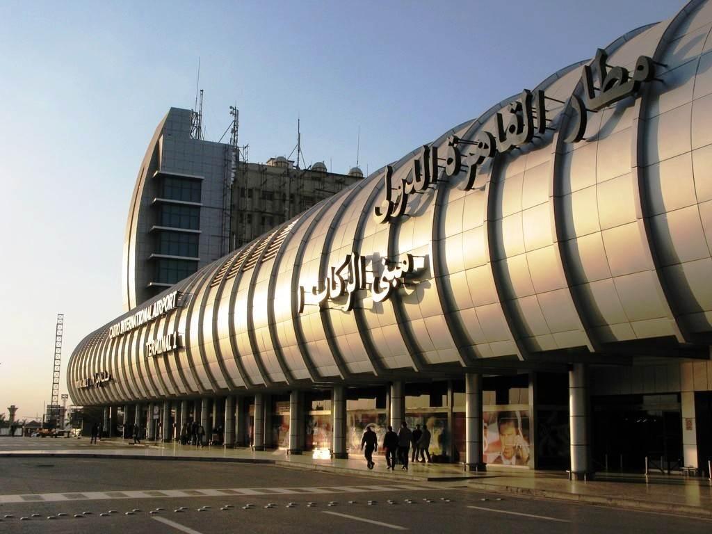 حجاج زاكورة يناشدون صاحب الجلالة لنقلهم من مطار القاهرة