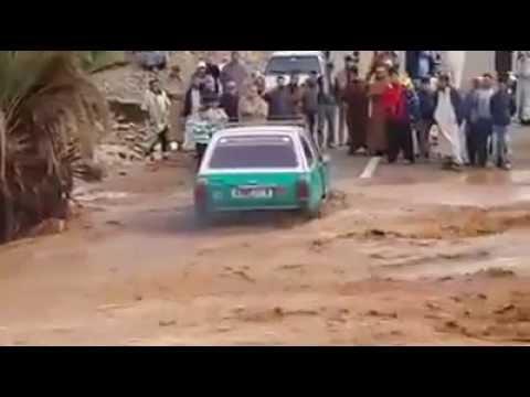 سائق طاكسي يغامر لإيصال المساعدات للمحاصرين في غياب السلطات