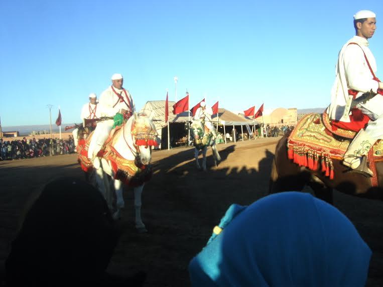"""خيول """"التبوريدة"""" بمهرجان منتدى زاكورة ترقص على جراح منكوبي الفيضانات"""