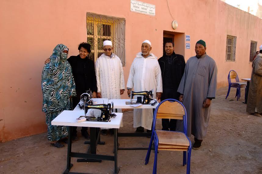 توزيع آلات خياطة من طرف الجمعية النسائية للتنمية و التضامن بزاكورة