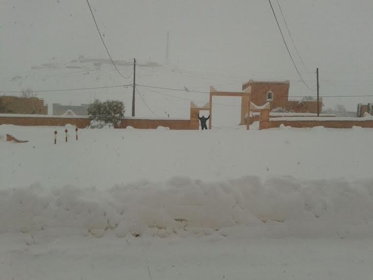 صور من تنغير: دواوير محاصرة بالثلوج  وإمكانيات محدودة لفك العزلة