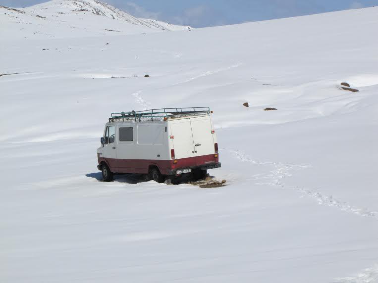 الأشغال مستمرة بتنغير لازاحة الثلوج وفتح المسالك الطرقية بأكنيون ومناطق أخرى