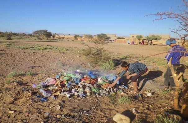 """حملة نظافة لجمعية """"أمناين للتنمية بأسكجور"""" بتمكروت"""