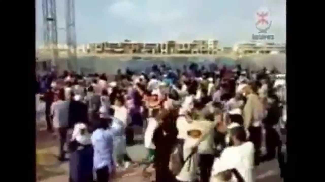إسقاط إحدى منصات موازين من طرف محتجين على المهرجان