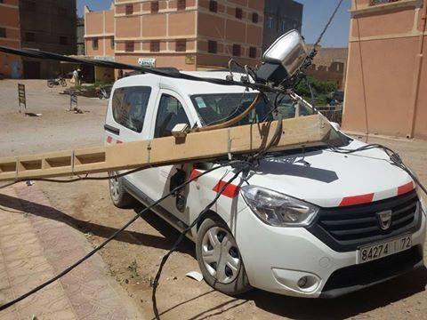 سقوط أعمدة كهربائية يتسبب بخسائر مادية واهمال واضح من المكتب الوطني للكهرباء بسكورة